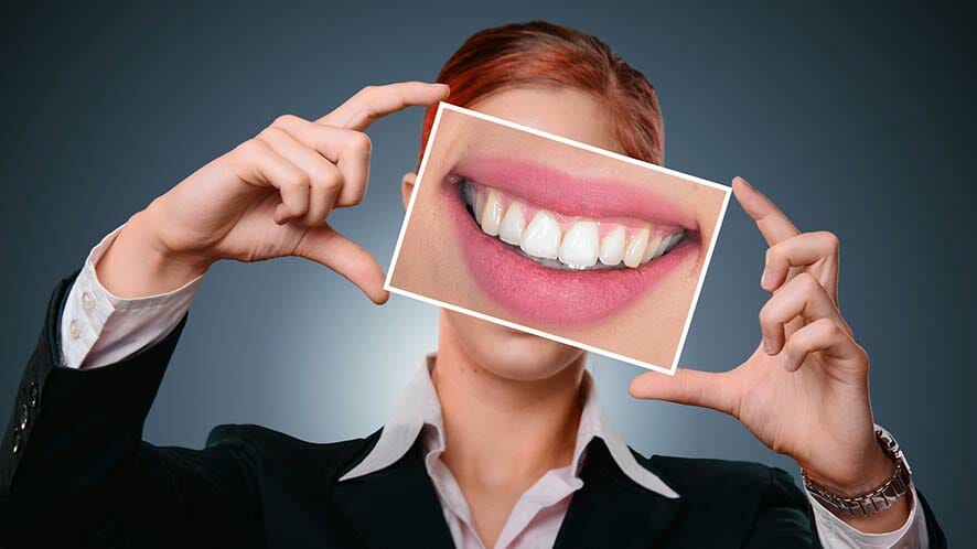 6 Best Ways on How to Whiten Teeth Naturally