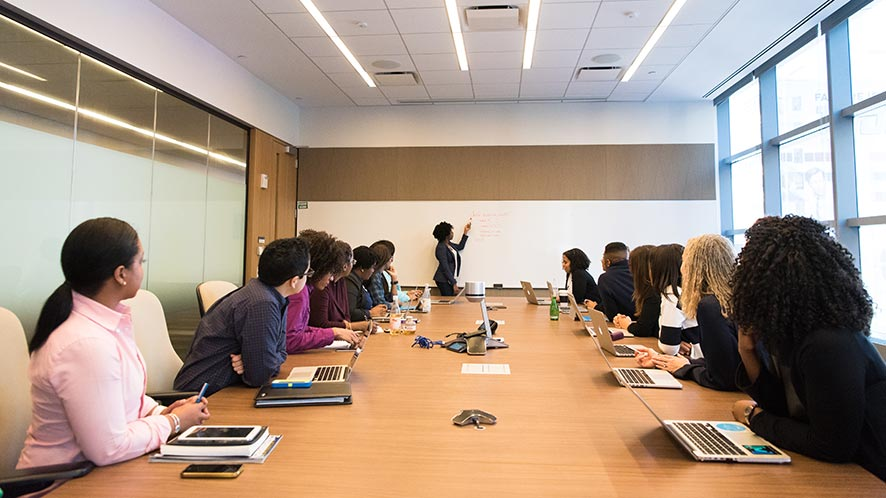 How To Efficiently Hold A Meeting in 8 Steps